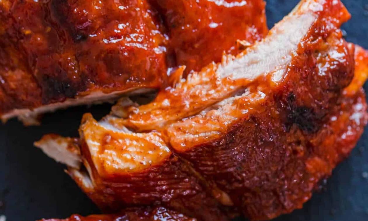 Σου έχουμε τα μυστικά για τα πιο ζουμερά spare ribs που δοκίμασες ποτέ