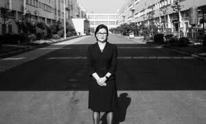 Αυτή είναι η φτωχή γυναίκα από την Κίνα που κατάφερε να γίνει από τις πλουσιότερες του κόσμου