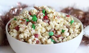 Χριστουγεννιάτικα ποπ κορν – Ένα γιορτινό σνακ που θα λατρέψετε μικροί-μεγάλοι (vid)