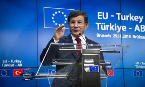 «Στριμωγμένος» ο Ερντογάν και στην Άγκυρα: Ο Νταβούτογλου παρουσίασε το νέο του κόμμα