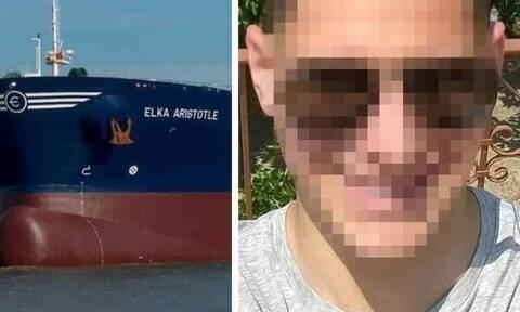 Συγκλονίζει ο πατέρας του Έλληνα ναυτικού: «Δε θα ησυχάσω μέχρι να τον σφίξω στην αγκαλιά μου»