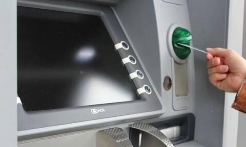 Γυναίκα άνοιξε τον τραπεζικό της λογαριασμό - Αυτό που είδε θα το θυμάται για πάντα (vid)