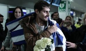Τέλος στο θρίλερ! Στην Ελλάδα ο Έλληνας ναυτικός που ήταν όμηρος πειρατών στο Τογκό (pics)