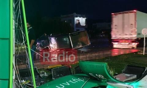 Κρήτη: Αγροτικό «καρφώθηκε» σε βενζινάδικο - Χαροπαλεύει ο συνοδηγός (pics)