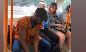 Θα τρελαθούμε τελείως: Δείτε τι έκανε μέσα στο τρένο! (vid)