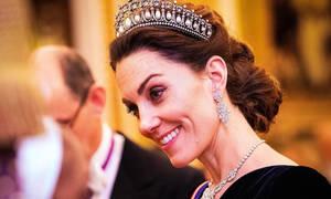 Τι συμβαίνει τελικά με το δαχτυλίδι που εμφανίστηκε στο χέρι της Kate Middleton;