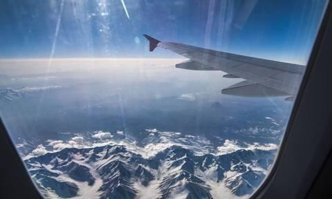 Παραλίγο αεροπορική τραγωδία - Πώς τους έσωσε η παρατηρητικότητα της αεροσυνοδού (pics)