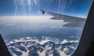 Παραλίγο αεροπορική τραγωδία - Πώς τους έσωσε η αεροσυνοδός (pics)