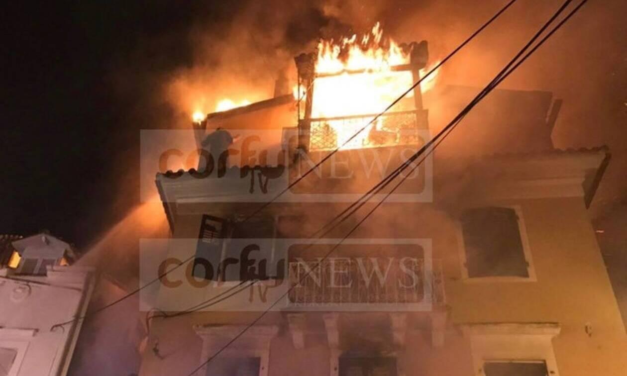 Κέρκυρα: Aεροδιακομιδή του 58χρονου που χαροπαλεύει μετά τη φωτιά σε μονοκατοικία (pics+vid)