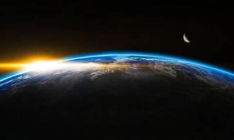«Τρελάθηκε» η πυξίδα της Γης: Μετακινείται ο μαγνητικός βόρειος πόλος με μεγάλη ταχύτητα