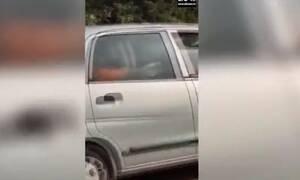 Πήγε να τον προσπεράσει με το αμάξι - «Πάγωσε» μ' αυτό που είδε στο τιμόνι (vid)
