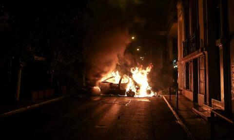 Μπαράζ εμπρηστικών επιθέσεων σε Αθήνα και Θεσσαλονίκη