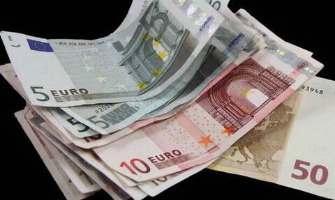 «Βρέχει» χρήματα: Τα επιδόματα του ΟΠΕΚΑ καταβάλλονται πριν τα Χριστούγεννα