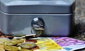 Ασφαλιστικό: Τα στάδια και τα εμπόδια για μείωση των εισφορών των μισθωτών