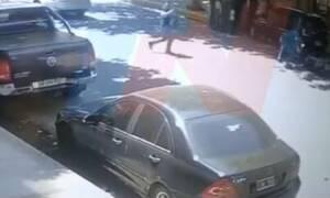 Φρίκη: Καρέ-καρέ η εκτέλεση Άγγλου εκατομμυριούχου στη μέση του δρόμου – ΣΚΛΗΡΕΣ ΕΙΚΟΝΕΣ (pics -vid)