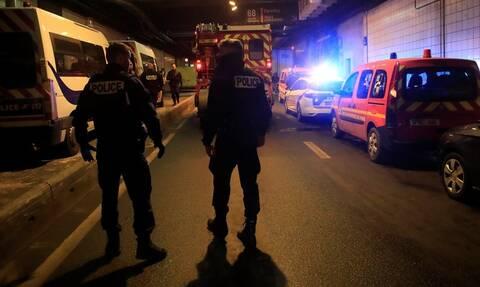 Συναγερμός στο Παρίσι: Οδηγός μαχαίρωσε δύο γυναίκες