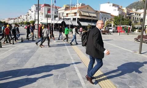 Έξαλλος ο δήμαρχος Ανατολικής Σάμου με τους μετανάστες: «Φύγετε τώρα όλοι από εδώ»