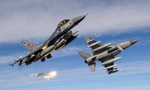 Όργιο παραβιάσεων στο Αιγαίο: 40 τουρκικές παραβιάσεις και 16 εικονικές αερομαχίες