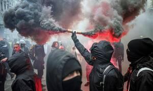 Δακρυγόνα και βόμβες μολότοφ στο Παρίσι: Επεισόδια μεταξύ αστυνομίας και διαδηλωτών (pics+vid)