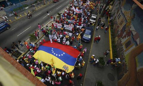 Βενεζουέλα: Αντιπαράθεση για τις χριστουγεννιάτικες διακοσμήσεις ενώ παραμένει ο κίνδυνος μπλακάουτ