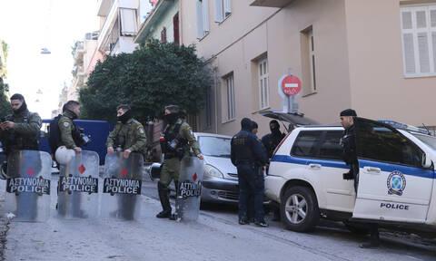 ΕΛ.ΑΣ.: Τα αδέλφια που συνελήφθησαν στο Κουκάκι συμμετείχαν στην κατάληψη - Πήγαν να αρπάξουν όπλο