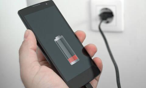 Σου τελειώνει η μπαταρία; Δες πώς θα κρατήσεις περισσότερη ώρα το κινητό ανοιχτό!