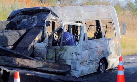Τραγωδία στο Μεξικό: Σύγκρουση λεωφορείου με φορτηγό - Ξεκληρίστηκε οικογένεια, 14 νεκροί (pics)