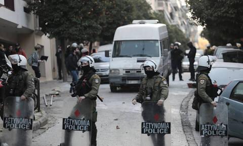 Καταληψίες της Ματρόζου: «Ρίξαμε όλο το σπίτι στο κεφάλι των αστυνομικών»