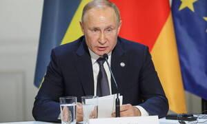 Πούτιν: Παρατραβηγμένη η παραπομπή Τραμπ, βασίζεται σε «επινοημένες» κατηγορίες