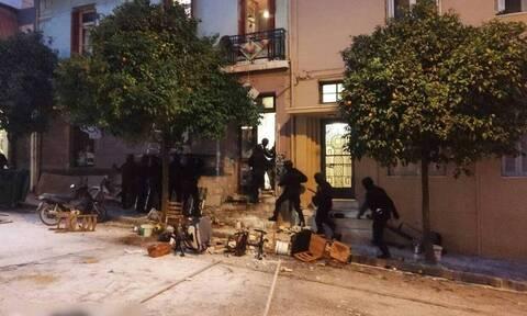 Κουκάκι: Ελεύθεροι και οι εννέα συλληφθέντες - ΕΛ.ΑΣ.: Η γυναίκα δεν χτυπήθηκε από πλαστική σφαίρα