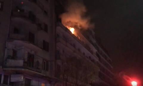 Θεσσαλονίκη: Φωτιά σε διαμέρισμα στο κέντρο της πόλης - Απεγκλωβίστηκαν τρία παιδιά (pics+vid)