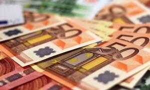 ΟΠΕΚΑ: «Βρέχει» χρήματα - Πληρώνει τα επιδόματα πριν τα Χριστούγεννα