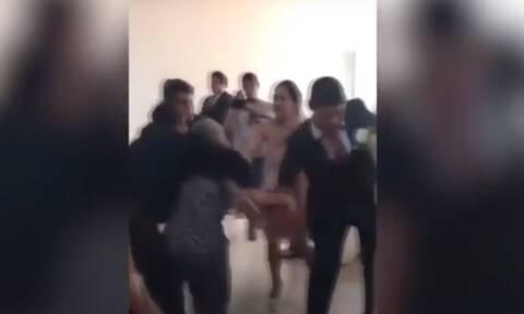Χαμός σε γάμο! Γυναίκα έκανε ντου και τον… τίναξε στον αέρα (vid)