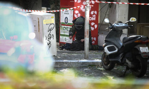 Ύποπτο αντικείμενο στο Κολωνάκι: Πραγματοποιήθηκε ελεγχόμενη έκρηξη (pics)