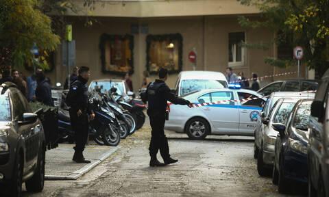 Κολωνάκι: Καρέ-καρέ η ελεγχόμενη έκρηξη στην πλατεία – Τι περιείχε η «ύποπτη» τσάντα (pics+vid)