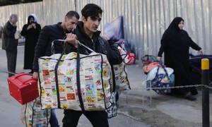 Συρία: Δεκάδες χιλιάδες εκτοπίζονται για να γλιτώσουν τους βομβαρδισμούς