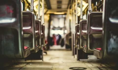 Ακατάλληλες εικόνες: Ζευγάρι κάνει σεξ μέσα στο λεωφορείο - Άφωνοι οι περαστικοί
