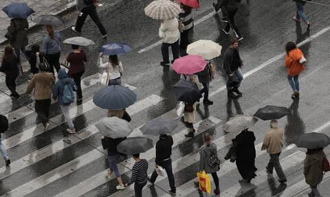 Η κακοκαιρία σκεπάζει τη χώρα: Καταιγίδες στην Αθήνα–Πού θα χτυπήσουν τα φαινόμενα τις επόμενες ώρες