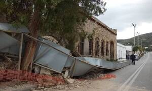 Συναγερμός στην Σύρο: Κατέρρευσε τοίχος παλιού κτηρίου στην Ερμούπολη