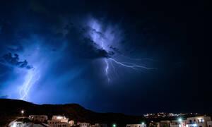 Κακοκαιρία: Ποιες περιοχές θα «χτυπήσουν» σφοδρές καταιγίδες και χιόνια
