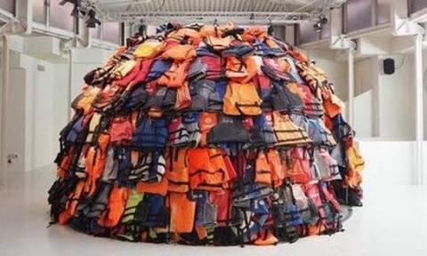 Γαλλία: Εμπρηστές κατέστρεψαν το έργο του νεαρού καλλιτέχνη Αχιλλέα Σούρα για την προσφυγική κρίση