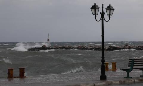 Έκτακτο δελτίο ΕΜΥ: Καταιγίδες, χιόνια και πολλά μποφόρ τη Δευτέρα - Ο καιρός τα Χριστούγεννα