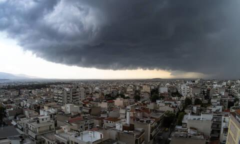 Έκτακτο δελτίο ΕΜΥ: Ήπειρο, Κρήτη και Αττική σάρωσε η κακοκαιρία - Πού θα «χτυπήσει» σήμερα