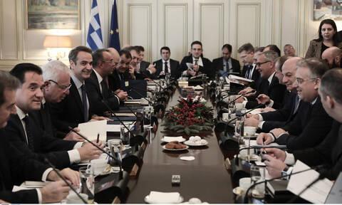 Υπουργικό Συμβούλιο: Πορείες, επίδομα γέννησης και μέρισμα στο τραπέζι της συνεδρίασης