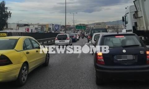 Κίνηση ΤΩΡΑ: Μποτιλιάρισμα - «κόλαση» στους δρόμους της Αθήνας