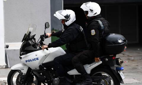Σέρρες: Προφυλακιστέοι ο αστυνομικός και τρεις συγκατηγορούμενοί του - Πουλούσαν προστασία σε μαγαζί