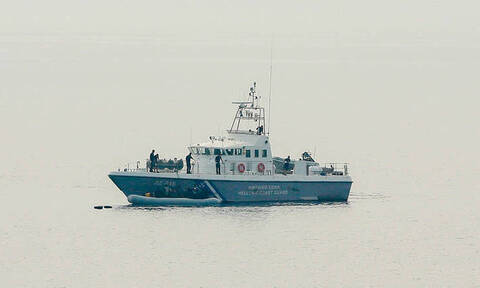 Κάλυμνος: Βυθίστηκε φορτηγό πλοίο μέσα στο λιμάνι (vid)