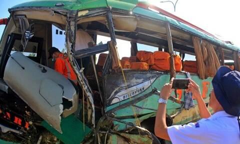Φρικτό τροχαίο στην Ινδονησία: Λεωφορείο έπεσε σε χαράδρα - 24 νεκροί