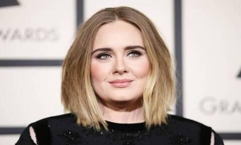 Adele: Όλο και πιο αδύνατη – Θα πάθετε πλάκα με τις φωτογραφίες από το Χριστουγεννιάτικο πάρτι της