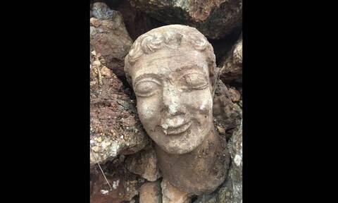 Υπόθεση αρχαιοκαπηλίας: Επιχείρησε να πουλήσει κεφαλή Κούρου για 500.000 ευρώ (pics&vid)